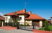 Haus mit einem Zaun